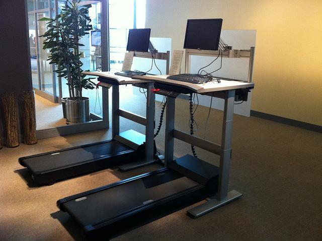 4 Amazing Benefits of Using an Under Desk Treadmill