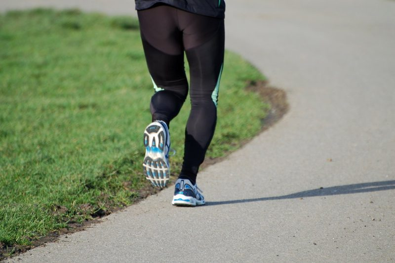 runner wearing compression pants